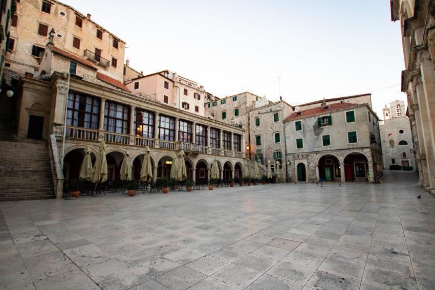 plac przy katedrze św. Jakuba w Szybeniku